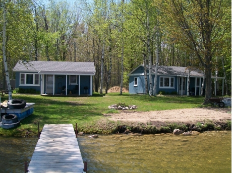 Superbe 3 Waterfront Cottages Available. Each With 2 Bedrooms, Kichen, Family Room  And Bathroom