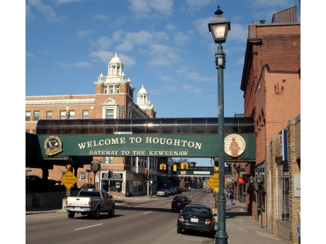 The historic university town of Houghton has great restaurants and microbreweries only 15 minutes away.