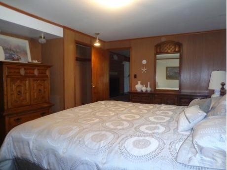 2nd Large Master Bedroom (king size bed).
