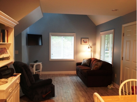 open floor plan, flat screen tv, cable and wireless internet