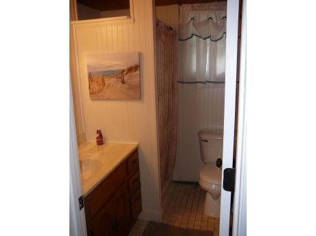 Cottage D: Bathroom