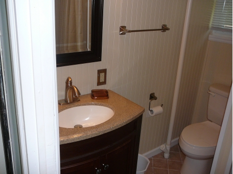 Cottage A: Bathroom