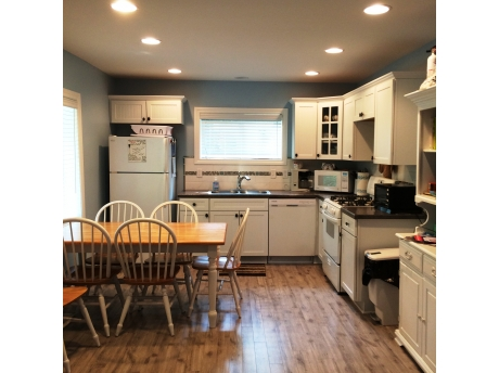 Fully furnished kitchen complete with dishwasher and small appliances