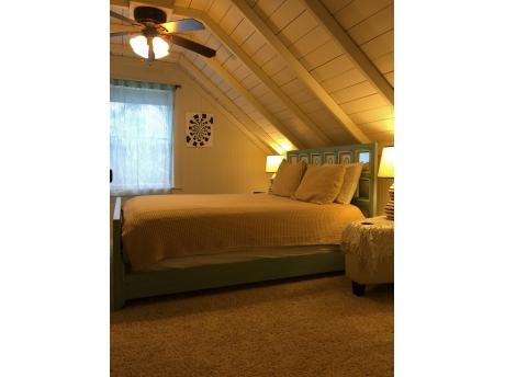 Upstairs bedroom - queen bed.