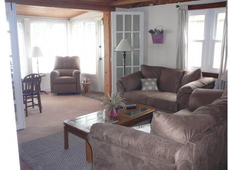 Cottage D: Inside