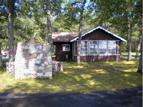 Atlanta mi vacation rental lake front cottage on clear for Fishing cabins in michigan