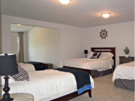 Dorm style upstairs bedroom with 2 queen and 2 twin beds