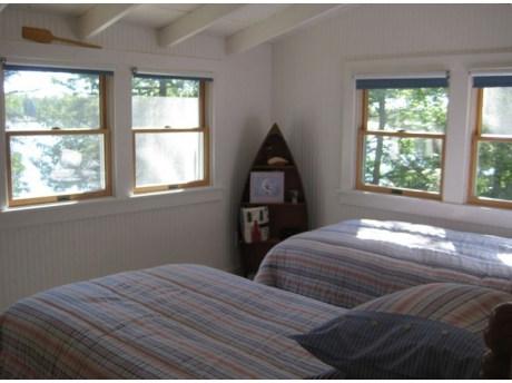Upstairs twin room with lake view and window AC