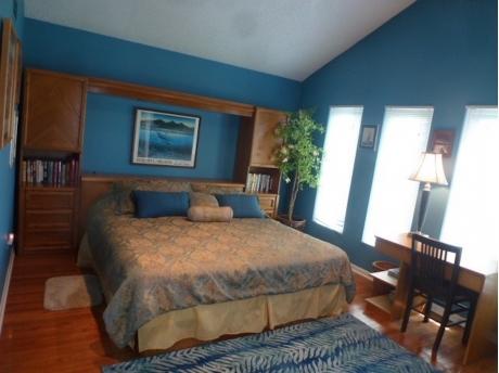 HDTV in King Lakefront Bedroom.