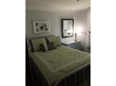 Cottage E: Bedroom