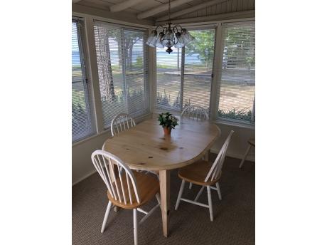 Cottage A: Porch
