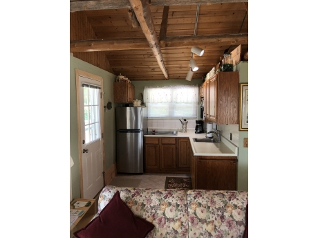 Cottage A: Kitchen