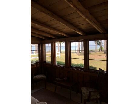 Cottage E: Porch view