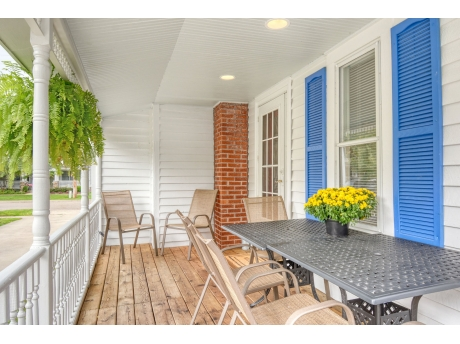 Side Entry Porch with Outdoor Dining