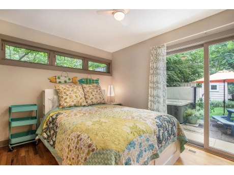 Queen Bedroom with Direct Access to the Backyard