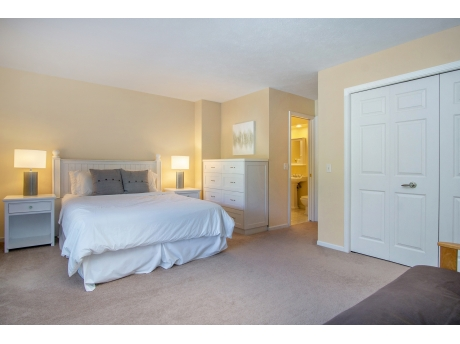 Master Bedroom Ensuite with a Queen Bed and separate Futon