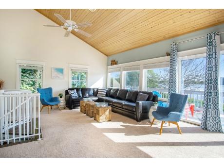 Huge Living Room with Soaring Ceilings