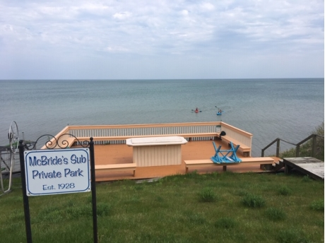 60' private beach/deck for neighborhood -under 2 min quick walk from cottage