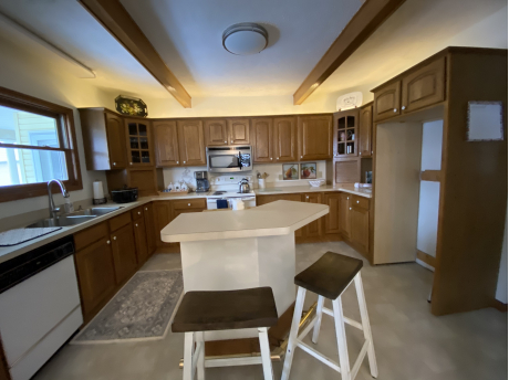 SPACIOUS FULLY EQUIPPED KITCHEN GREAT COFFEE AREA