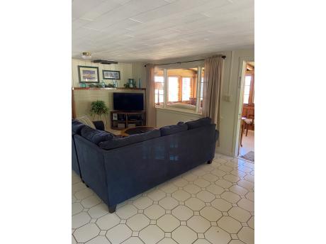 Cottage E: Living room