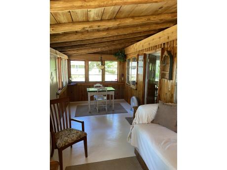 Cottage E: Porch