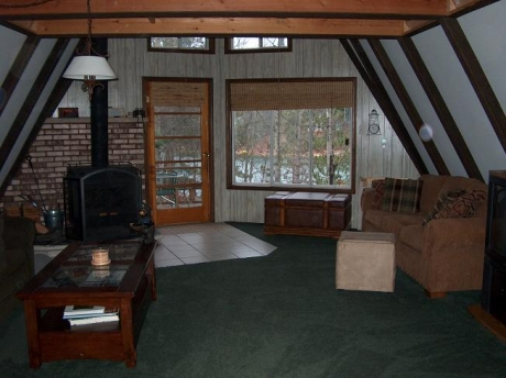Spacious comfortable family room w/a great view!